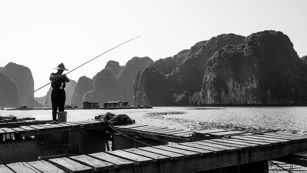 Pêcheur_Village sur la baie d'Halong